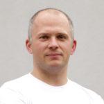 Mateusz Nowotnik MILONI - autor bloga Stoły Drewniane