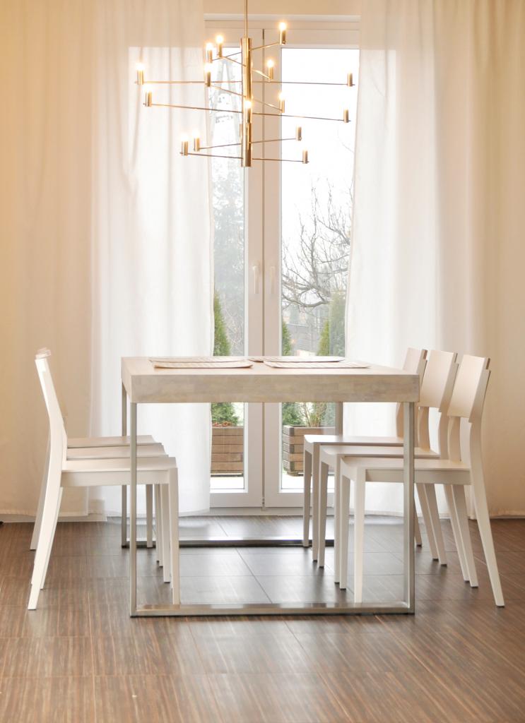 oświetlenie stołu w jadalni